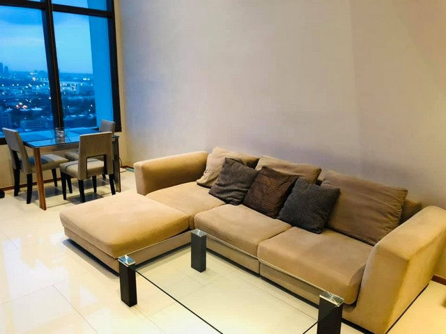The Emporio Place Sukhumvit 24 quiet convenient safe BTS Phrom Phong
